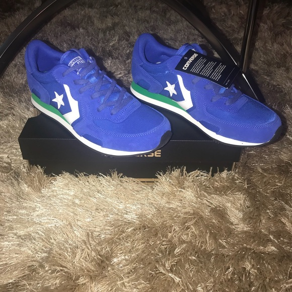 Nwt Converse Thunderbolt Mono Suede Low